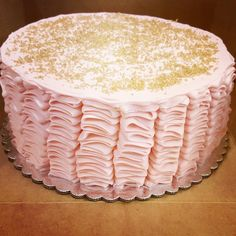 Pink and gold ruffle cake Ruffle Cake, Treat Yourself, Vanilla Cake, Pink And Gold, Delish, Bakery, Oven, Treats, Desserts
