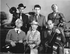 "Alec Guinness , Katie Johnson, Danny Green, Herbert Lom, PeterSellers, and Cecil Parker in Alexander Mackendrick's 1955 Ealing Comedy ""The Ladykillers"""