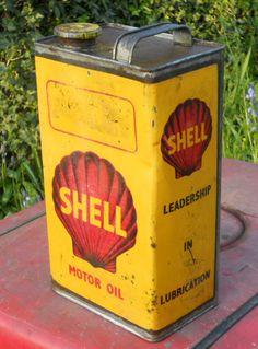 vintage oil can Vintage Oil Cans, Vintage Metal Signs, Vintage Bottles, Vintage Tins, Old Gas Pumps, Vintage Gas Pumps, Pictures Of Gases, Shell Gas Station, Pompe A Essence
