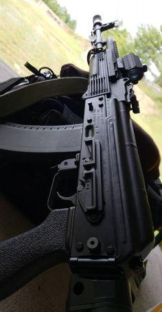 Weapons Guns, Guns And Ammo, Rifles, Armas Wallpaper, Guns Dont Kill People, Survival Equipment, Military Gear, Assault Rifle, Tumblr Photography