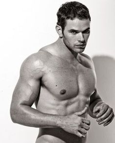 kellan-lutz.......team edward? team jacob?........no thanx.... i'm on Team Emmett ;)