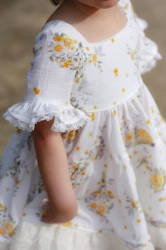 Girls Frock Design, Kids Frocks Design, Baby Frocks Designs, Frocks For Girls, Toddler Girl Dresses, Little Girl Dresses, Baby Dresses, Dress Girl, Toddler Girls