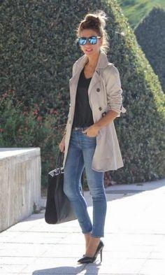 O Trench Coat é peça-chave no guarda-roupa e nunca sai de moda! Você pode montar looks mais quentinhos, mas também looks mais frescos, naqueles dias de meia-estação. O look fica super charmoso, moderno e elegante! Invista em looks mais ajustados por baixo do trench coat como calça jeans, legging, saias, vestidos… ele combina com tudo! …