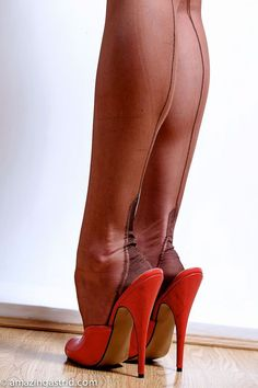 Insanely HOT RED mules – sexymules