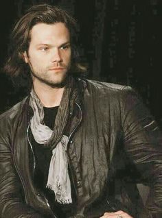 Not a fan of the scarf look but Jared can make anything look good. Jared Padalecki Supernatural, Jensen Ackles Jared Padalecki, Jared And Jensen, Just Jared, Supernatural Fandom, Supernatural Pictures, Supernatural Seasons, Sam E Dean Winchester, Sam Dean