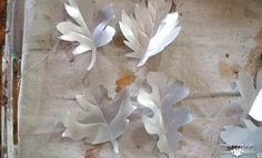 How to create your own DIY metal leaves tutorial. Using soda cans for the metal makes this an easy DIY project. DIY metal leaves for wreaths and banners. Aluminum Can Crafts, Aluminum Cans, Metal Crafts, Metal Projects, Art Projects, Tin Can Art, Soda Can Art, Soda Can Crafts, Rustic Fall Decor