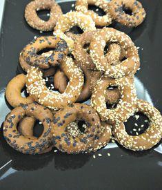 τραγανά κουλουράκια με ελαιόλαδο και πορτοκάλι Biscuit Cookies, Doughnut, Biscuits, Cooking, Desserts, Food, Crack Crackers, Kitchen, Tailgate Desserts