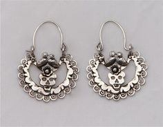 www.ilaments.net — Dia de Los Muertos Skull Arracada Earrings