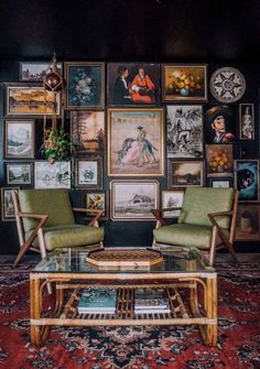 Living Room Inspiration, Home Decor Inspiration, Rooms Home Decor, Living Room Decor, Dark Walls Living Room, Dark Blue Walls, Colourful Living Room, Home Decor Styles, Cozy House