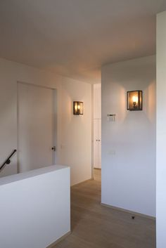 Scones for hallway Home Living Room, Interior Design Living Room, Casa Patio, Dutch House, Modern Lighting Design, House Entrance, Lampe Led, Home Lighting, Interior Styling