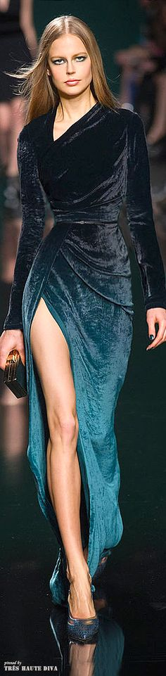 Elie Saab Fall/Winter 2014 RTW - Paris Fashion Week (I could handle a little less leg) Fashion Week Paris, Runway Fashion, Womens Fashion, Beautiful Gowns, Beautiful Outfits, Glamour, Online Fashion Magazines, Magazine Mode, Elie Saab Fall