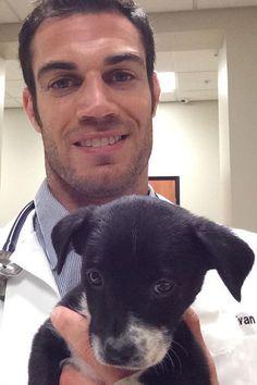 Instagram-Star: Evan Antin ist der heißeste Tierarzt der Welt  - STYLEBOOK.de