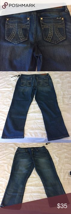 Seven Cropped Jeans with pocket stone detail New with tags, pocket stone detail, inseam 24 inches, cropped pants Seven7 Jeans Ankle & Cropped