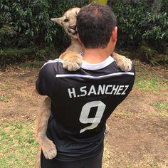 By the power of Baby Hugo and Hugo Sanchez, may the Real Madrid win today. Thank you @bofokaram for my jersey... Por el poder de #babyhugobjwt y Hugo Sánchez, que el Real Madrid gane hoy. Gracias @bofokaram por mi camiseta... Pic by @ericscottbjwt (Who still hasn't donated part of his winnings from the fight in Vegas) @bofokaram @ericscottbjwt @lavidaisbeautiful #blackjaguarwhitetiger #savepumas #realmadrid #hugosanchez #halamadrid