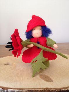 Mieke Stender, een jaar rond, juli vilt popje, July felt, nature table, seizoenstafel, klaproos, poppy