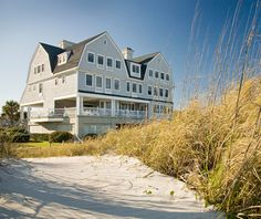 Elizabeth Pointe Lodge, Amelia Island, FL This 25-room B&B is truly a place for couples to relax, whether taking in the beachfront view from a rocking chair on the wide porch or soaking in the oversize guest-room tubs. You'll find guests strolling hand-in-hand along the shore or getting their adrenaline pumping with kayaking, sailing, and horseback riding. Wind things down again by savoring complimentary wines at sunset.