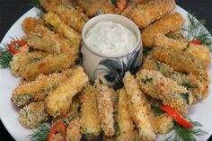 Oven baked zucchini sticks with sour cream dip. Baked Zucchini Sticks, Bake Zucchini, Low Carb Recipes, Diet Recipes, Quiche Muffins, Sour Cream Dip, Atkins Diet, Finger Foods, Chicken Wings