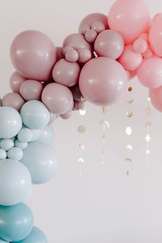 We are swooning over this dreamy balloon display! Photo: @foolishlyrushingin Celestial Wedding, Magical Wedding, Whimsical Wedding, Elegant Wedding, Birthday Ballon Decorations, Altar Decorations, Wedding Decorations, Balloon Display, Wedding Planning On A Budget