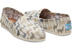 This TOMS Exclusive Classic Alpargata featuring a llama print is inspired by Peru, one of the many regions where we give shoes. TOMS employees love llamas, so we decided to make a print all our own and feature it on the slip-on shoe that started the One f Alpacas, Cute Shoes, Me Too Shoes, Llama Decor, Alpaca My Bags, Llama Print, Llama Gifts, Cute Llama, Cheap Toms