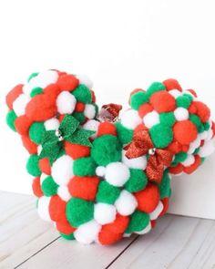 Disney Christmas Crafts, Mickey Mouse Christmas Tree, Mickey Mouse Ornaments, Disney Christmas Decorations, Christmas Ornament Crafts, Disney Crafts, Christmas Gift Craft Ideas, Diy Disney Gifts, Cool Christmas Gifts