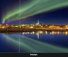 Lo spettacolo dell'aurora boreale a Reykjavik, Islanda