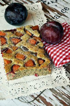 Gyors kevert sütemény, könnyed, mákos piskóta gyümölccsel...