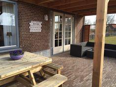Lounge gedeelte in de tuin van vakantiehuis de Betuwe www.vakantiehuisdebetuwe.nl