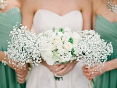 white rose + baby's breath bouquet | Amy Arrington #wedding