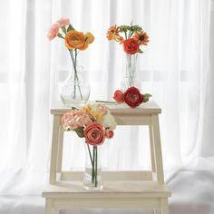 """■説明""""Posie Rooms - 家の装飾のためのミニ花""""繊細な手作りの花であなたの人生を飾る。ミニ花はPosie Flowersの花屋とデザインチームが芸術的に結合しています。各セットは装飾の異なるスタイルを表しています。ファンキー、ガーリー、ワイルド、ピュアあなたを表すセットを選択してください!あなた自身のスタイルであなたの家、職場またはあなたのお店を飾るPosie Flowers's Rooms Collectionはあなたを代表するスタイルを選ぶようにあなたを招待します完璧な環境で日常をお楽しみください手作りの装飾は繊細な細部と最高の見た目であなたの日を啓発します特別な包装で梱包され、花茎は完璧な状態になります■素材:手作り紙■完璧なもの:あなたの家、職場またはあなたの店を飾る■サイズ:茎長さ25cm■付属品:茎の花のための特別な包装* 私たちに関してはPosie Flowersはデザイナーや手芸のスタッフがいる小さな工芸スタジオです。タイのチェンマイ、桑の紙(Saa Paper)、手工芸のコミュニティにあります。* 私たちの仕事1. Pos..."""
