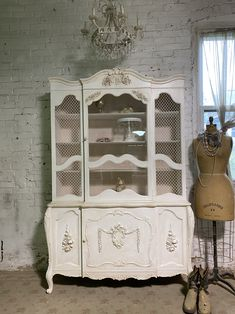 Painted Cottage Prairie Chic One of a Kind Vintage China Display Cabinet CC1110 Painted Cottage, Shabby Cottage, Cottage Chic, My Furniture, Shabby Chic Furniture, Glass Knobs, Glass Door, Shabby Chic Shelves, China Cabinet Display