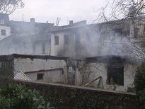 Nach dem Brand in einer Darmstädter Wäscherei musste die Feuerwehr am Samstag erneut ausrücken. Das Feuer, das einen Totalschaden angerichtet hat, war wieder ausgebrochen.