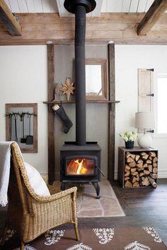 Huiskamer met kleine houtkachel.