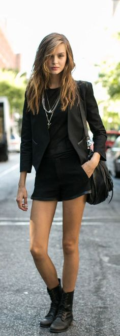 Motivos para ponerte todos tus vestidos con botas de combate