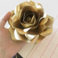 Gold roses.. I will need a lot of you. #newtemplates #notyetsold #paperroses #paperflower #handmade #weddings #photobooth #handmade #handcut