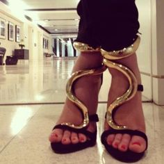 Zigzag golden color lining style high heel sandals for ladies