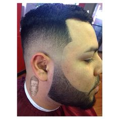 #barberlove #barber #barbering #barbershopcconnect #fade #fades #masterfade #realfade #lineup #beard #manbeard #beardon #haircut #haircuts #barnerchente #barberart #barberhustle