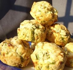 Healthy spinach and feta muffins - Clever muffin Yummy Snacks, Healthy Snacks, Yummy Food, Healthy Muffins, Healthy Eating, Spinach And Feta Muffins, Quick Family Meals, Family Recipes, Bacon Muffins