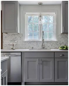 Kitchen Makeover Looking for grey kitchen ideas? If you're looking for an alternative to white kitchen units, you can't go incorrect bearing in mind grey cabinetry and grey Refacing Kitchen Cabinets, Kitchen Design, Kitchen Cabinet Design, Kitchen Renovation, Grey Kitchen Designs, Kitchen Units, Grey Kitchen, Light Grey Kitchens, Kitchen Cabinets