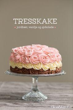Vis innlegget for mer. Vanilla Cake, Baking, Desserts, Cakes, Food, Pastry Chef, Tailgate Desserts, Deserts, Cake Makers