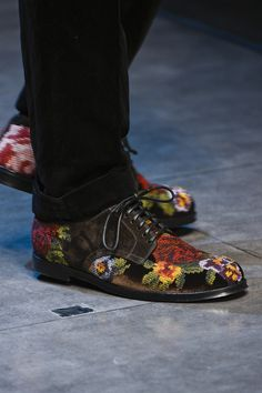 Dolce & Gabbana (Autumn - Winter menswear, catwalk) - Milan Fashion Week (Catwalks & Presentations) - Autumn -Winter (m. Mode Shoes, Men's Shoes, Shoe Boots, Gucci Shoes, Shoes Men, Look Fashion, Fashion Shoes, Mens Fashion, Milan Fashion
