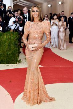 Lorraine Schwartz - Beyonce in Lorraine Schwartz jewelry.
