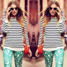 #stealthelook #look #looks #streetstyle #streetchic #moda #fashion #style #estilo #inspiration #inspired #acessorios #Blusa #Listrada #calca #estampada #printed #ToryBurch #bolsa #clutch