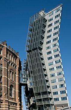 Coop Himmelb(l)au, Wolf Prix, Helmut Swiczinsky, Duccio Malagamba · Apartment Building Gasometer B · Divisare