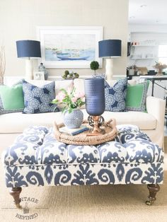 blue and white decor What's Decoration? Decoration could be the art of decorating the interior and exterior of the building … Coastal Living Rooms, Living Room Decor, Blue And White Living Room, Blue Green Rooms, Blue Walls, White Decor, Home Decor Inspiration, Decor Ideas, Home Decor Accessories