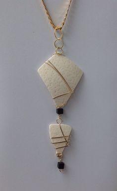 Women's Jewelry, Jewelry Ideas, Jewelery, Handmade Jewelry, Jewelry Making, Unique Jewelry, Handmade Gifts, Gold Pendant, Pendant Necklace