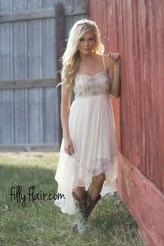 Cowgirl wedding outfit preparation - amazing grace - dresses in 2019 country style wedding. Country Western Dresses, Country Style Wedding Dresses, Country Prom, Western Wedding Dresses, Country Outfits, Boho Wedding Dress, Wedding Flowers, Country Weddings, Country Dresses With Boots