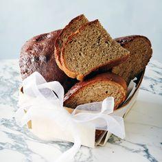 Se on mainio ruokalahja. Bread Board, Christmas 2015, Bon Appetit, Scones, French Toast, Rolls, Yummy Food, Breakfast, Recipes