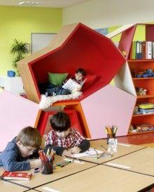 Modulwand im Klassenraum: Zonierung der pädagogischen Bereiche
