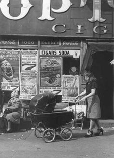 New York 1940, mother & child.