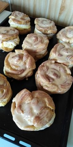 Karamelové veterníky (fotorecept) - Recept Chocolate Peanuts, Chocolate Peanut Butter, Cake Recipes, Garlic, Food And Drink, Cookies, Vegetables, Sweet, Basket
